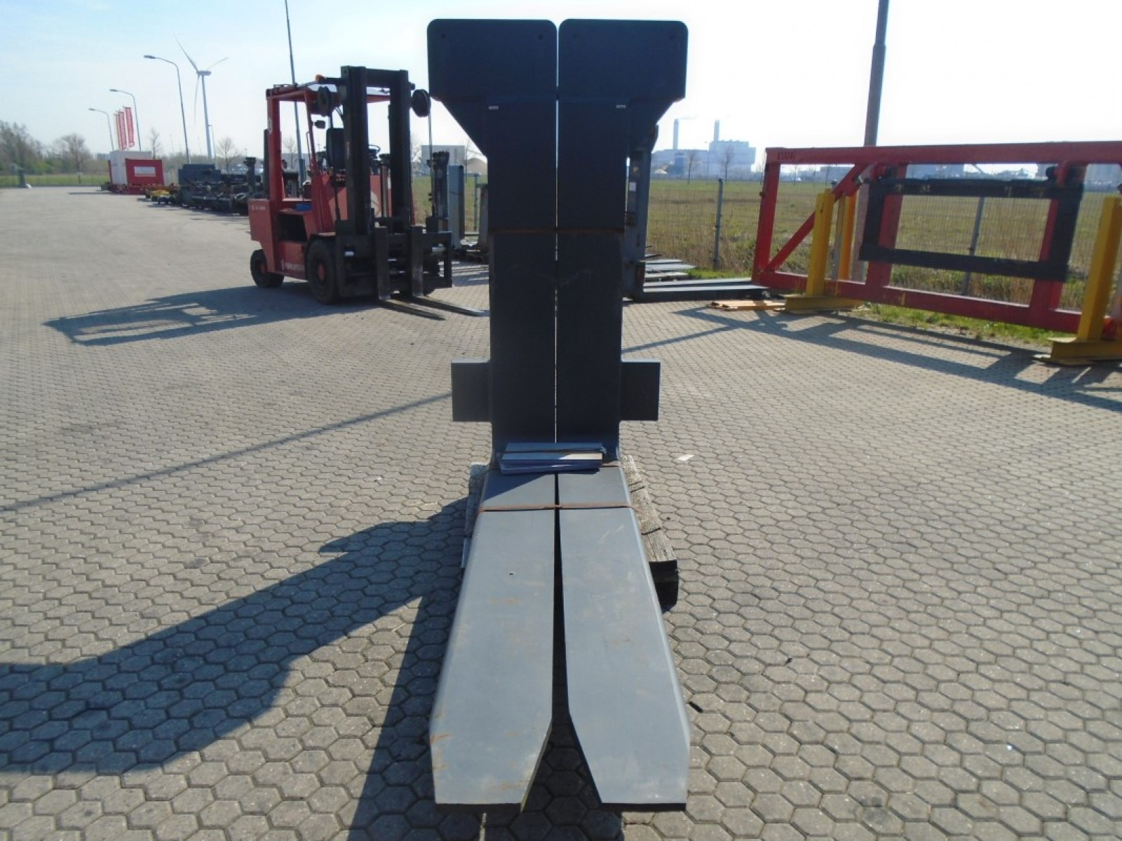 FORK Fitted with Rolls, Kissing Forks 28.000kg@1200mm // 2400x300x110mm 3
