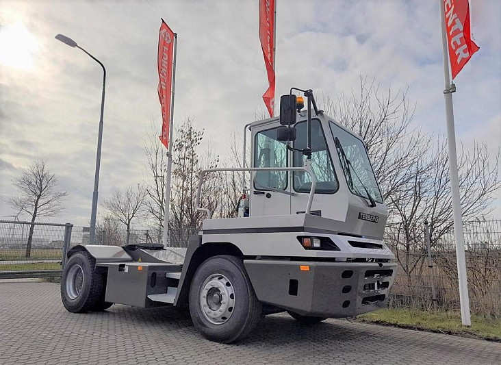 Tow Tractor YardYT222 (4X2)