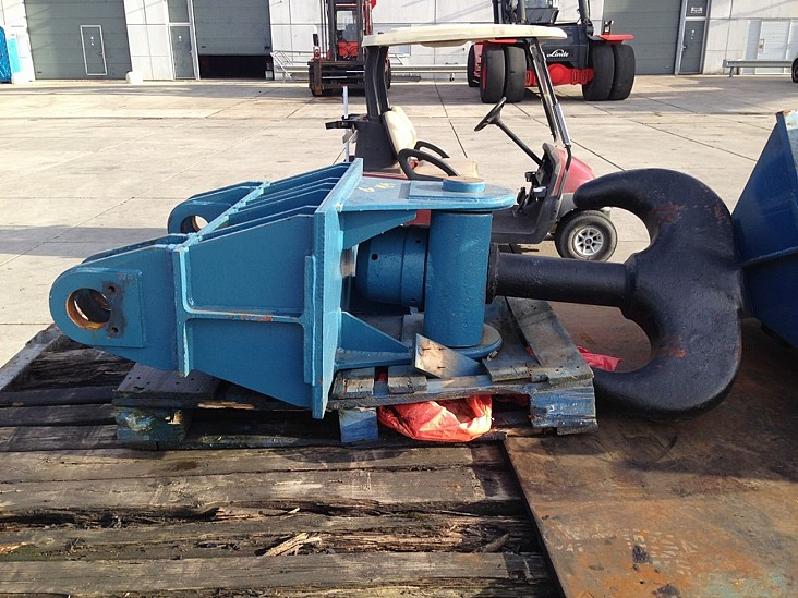 CRANE HOOK REACHSTAC CRANE HOOK REACHSTACKER Lifting Adaptor 8