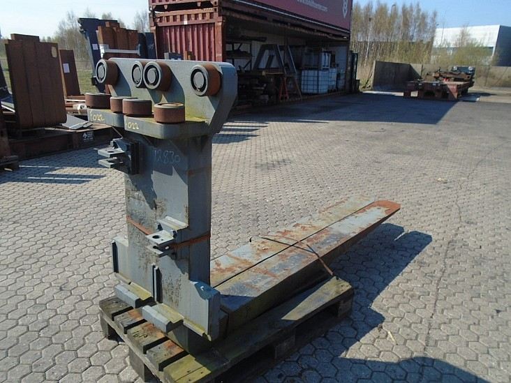 FORK Fitted with Rolls, Kissing 28.000kg@1200mm // 2400x220x120mm 1