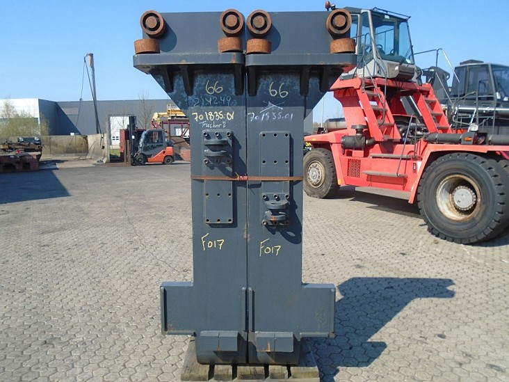 FORK Fitted with Rolls, Kissing Forks 28.000kg@1200mm // 2400x300x110mm 2