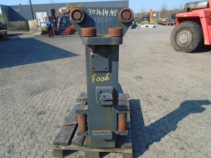 FORK Fitted with Rolls14000kg@1200mm // 2000x250x85mm 2