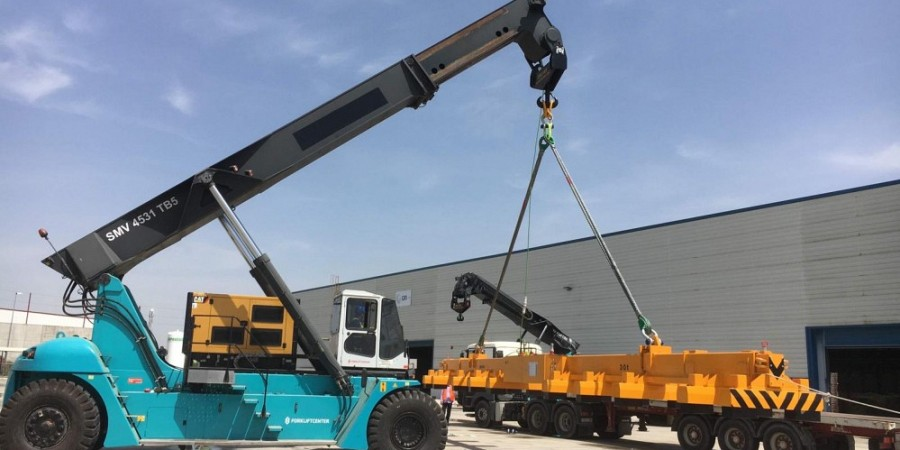 Reachstackers with crane hook